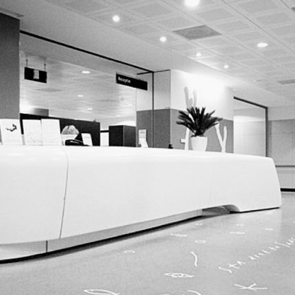 fibreglass entrance desk Erasmus MC Schurgers Design